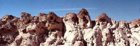 The singing rocks of Ramon Crater